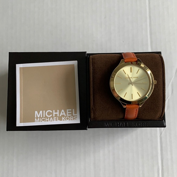 MICHAEL KORS Gold Face Watch. Leather Strap